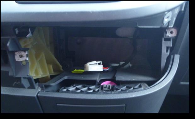eine 12 volt steckdose auf das armaturenbrett bei einem vw t5. Black Bedroom Furniture Sets. Home Design Ideas